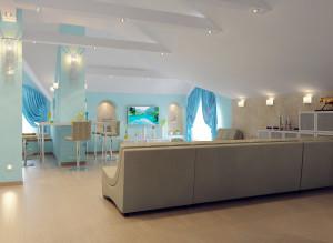 Современный дизайн мансарды для гостей