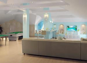 Идеи дизайна стильной мансарды для гостей